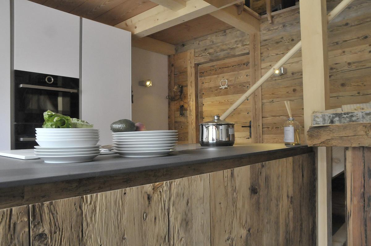 Altholzküchen modern  Altholzküche › Amberg AG, 7166 Trun (2886.00) › Ausstellungsküchen