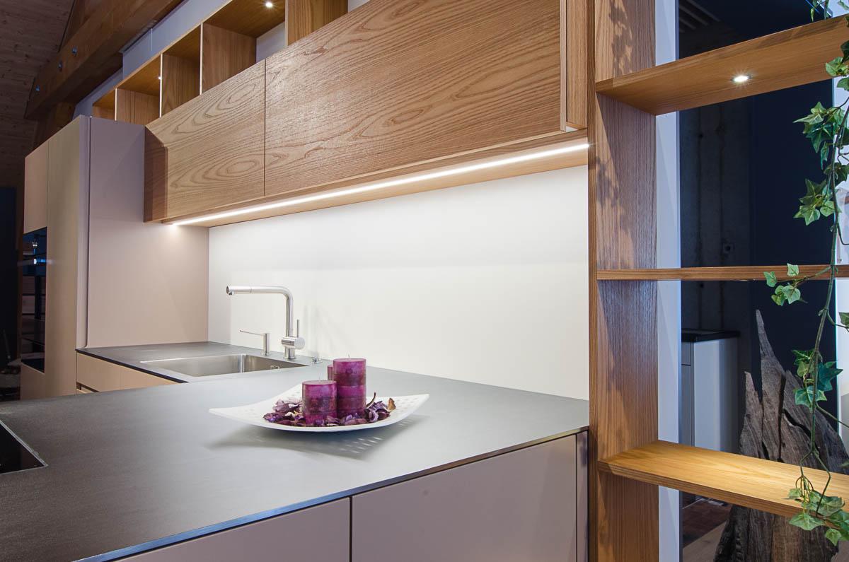 ausstellungsk che sand ulme hugentobler ag k che bad. Black Bedroom Furniture Sets. Home Design Ideas